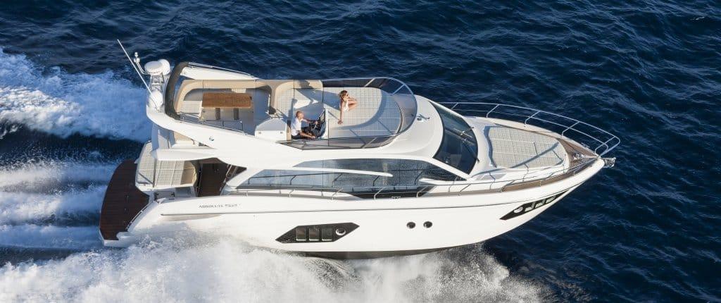 Embarcación con motores de recreo